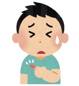男の子が突き指をして痛がっている