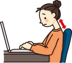 女性がノートパソコンを操作している