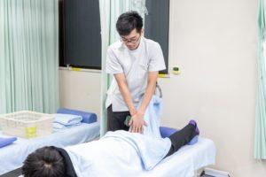 膝が痛い人への治療法