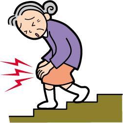 膝を痛そうにしている人が階段を降りている