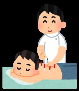 鍼治療を行う男性スタッフ